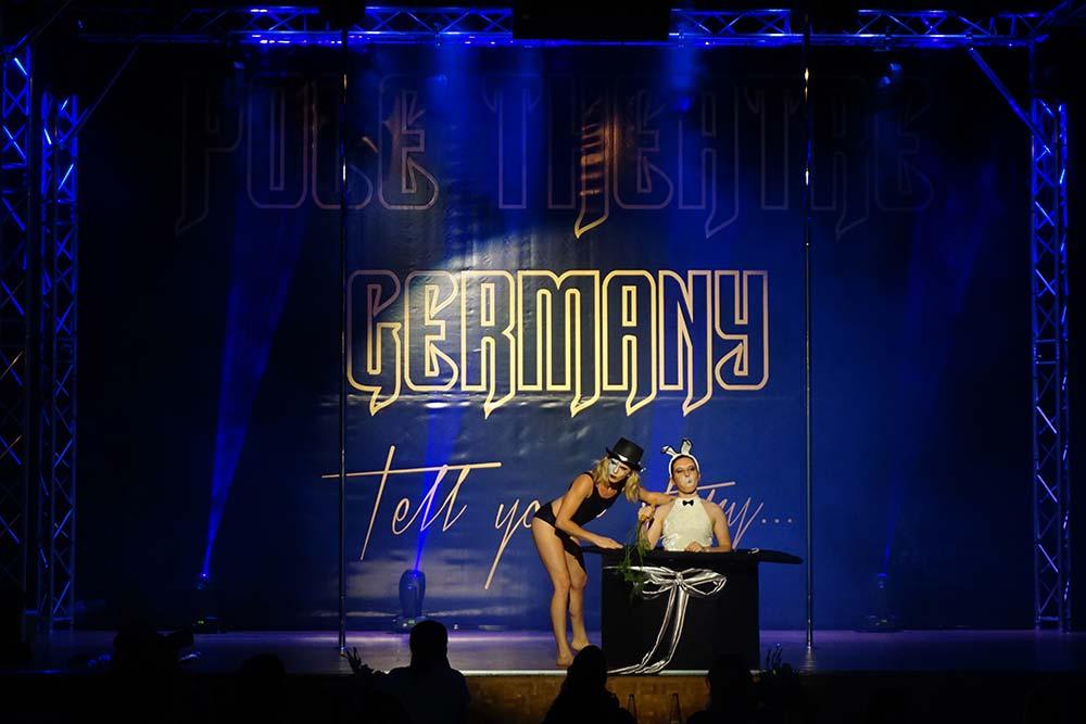 Pole-Theatre-Germany-2018-Bunny-Karotte-Julia-Nürk-Sina-Kaiser-Double